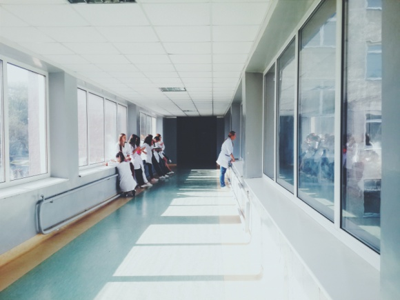 Kolejki, wizyty prywatne i brak lekarzy – taka była opieka medyczna w 2019