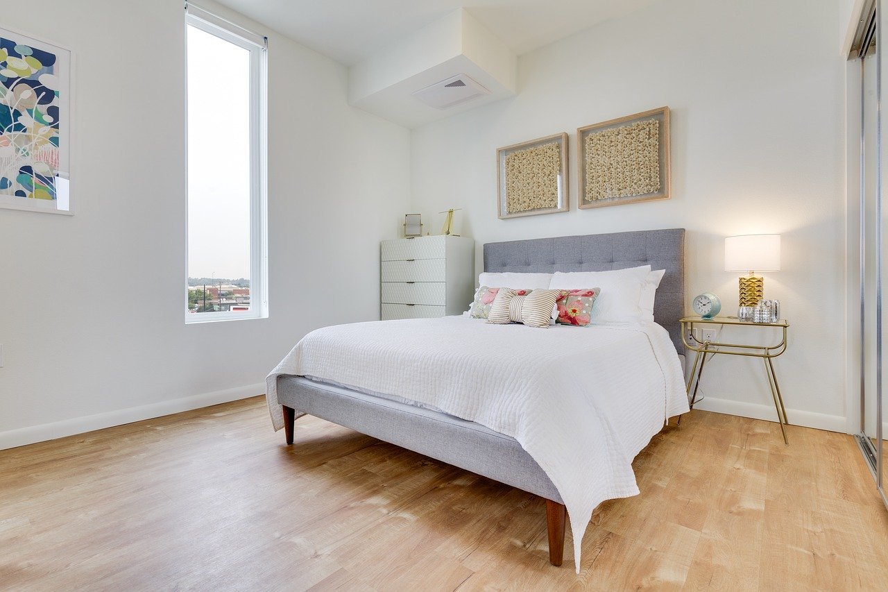 Jak urządzić sypialnię na poddaszu?