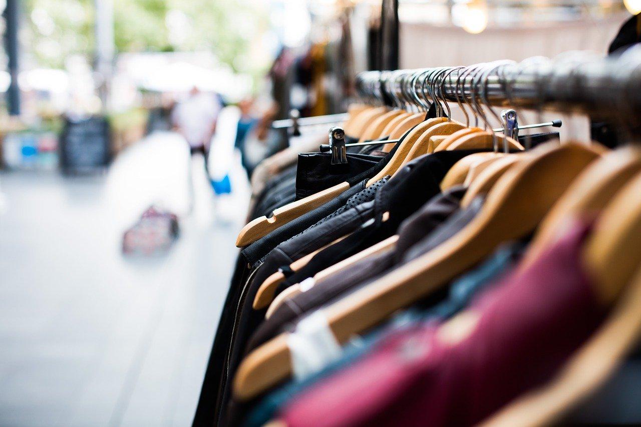 Styl skandynawski w modzie - jak wprowadzić go do szafy